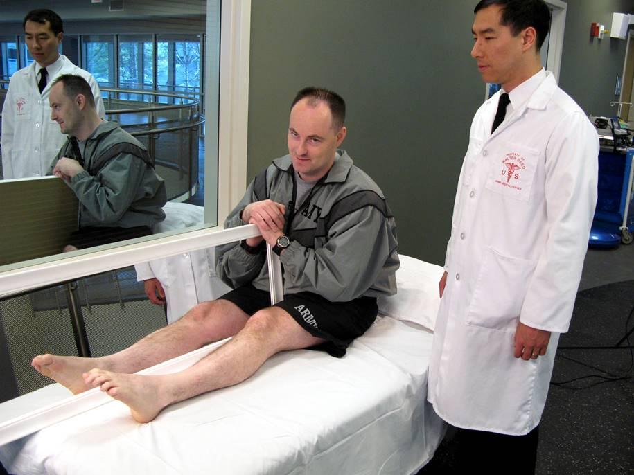 Terapia do espelho pode ajudar a eliminar a dor do membro fantasma