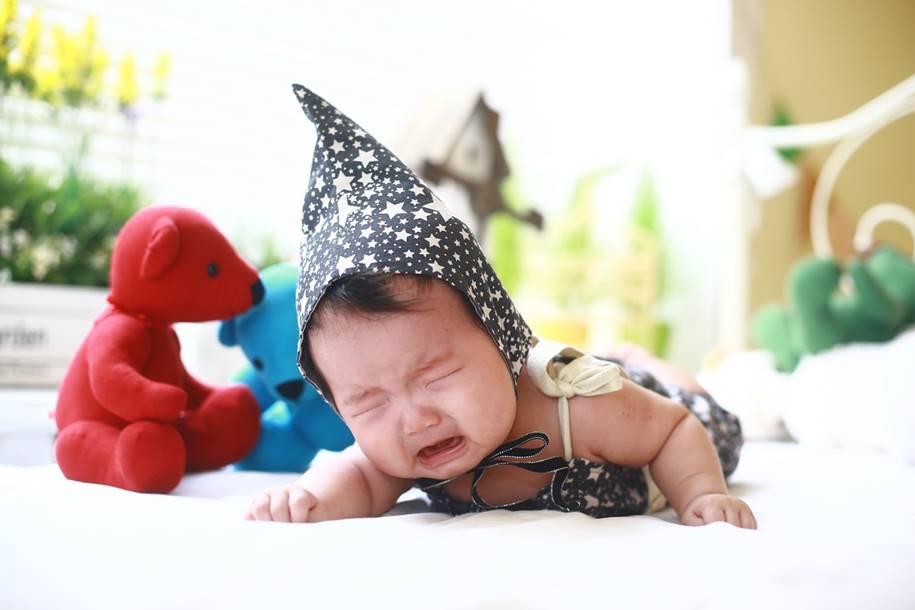 Deixar o bebê chorar não tem efeitos no desenvolvimento infantil